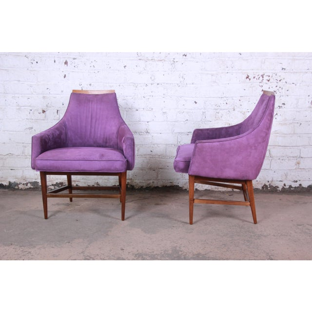 A gorgeous pair of mid-century modern lounge chairs designed by Kipp Stewart for Directional. The chairs feature solid...