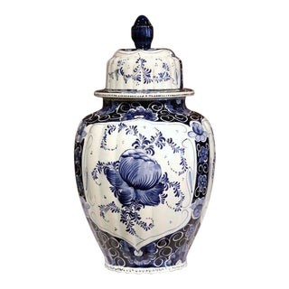 Mid-Century Dutch Hand-Painted Blue and White Faience Delft Ginger Jar With Lid For Sale