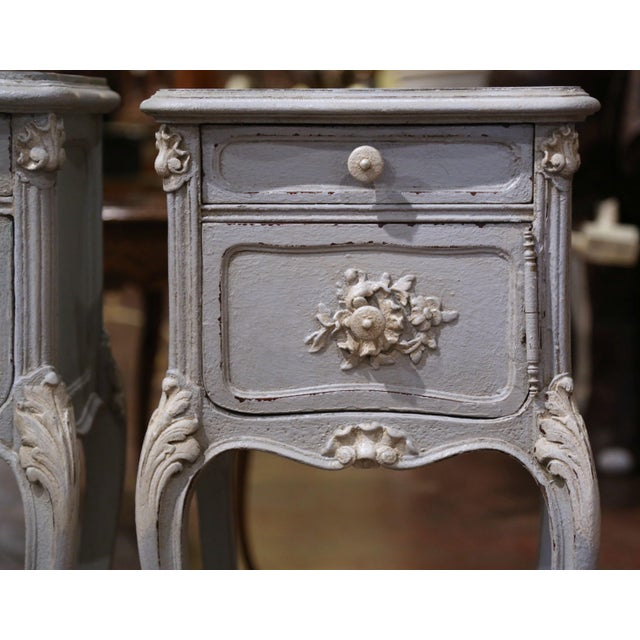 French Pair of 19th Century French Louis XV Carved Painted Nightstands With Marble Top For Sale - Image 3 of 12