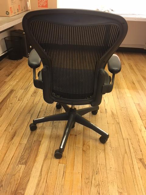 Herman Miller Aeron Chair   Image 2 Of 4