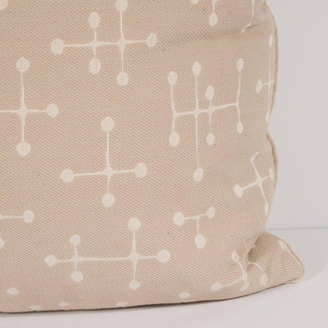 Set of Four Modern Beige Cotton Twill Pillows with Geometric Jacks Motif For Sale - Image 4 of 9