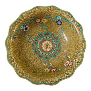 1920s Chinoiserie Cloisonné Bowl With Scalloped Edge From China For Sale
