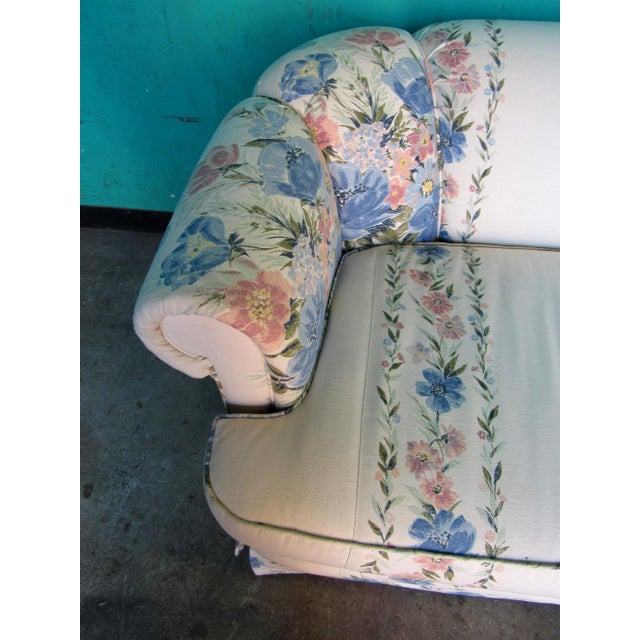 1990s Sherrill Furniture Small Sofa Custom Upholstered in Designer Floral Pattern For Sale - Image 5 of 8