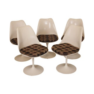 Knoll MCM Vintage Set 5 Saarinen White Tulip Dining Chairs For Sale