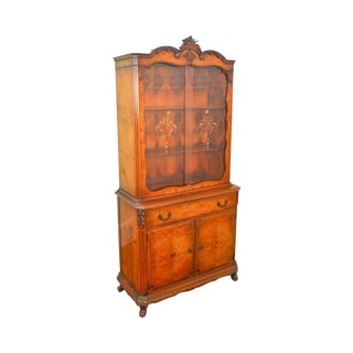 French Louis XV Style 1930s Burl Wood Etched Glass China Cabinet by Saginaw For Sale