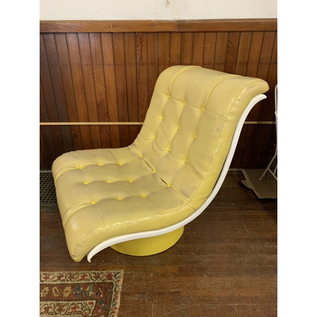 Very nice yellow wave chair. Perfect for a modern home.