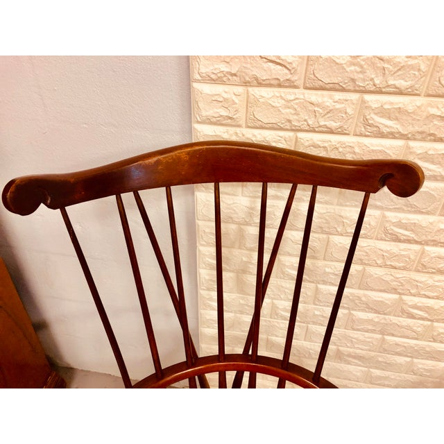 British Colonial 1980s Vintage Nichols & Stone Windsor Chairs- A Pair For Sale - Image 3 of 13