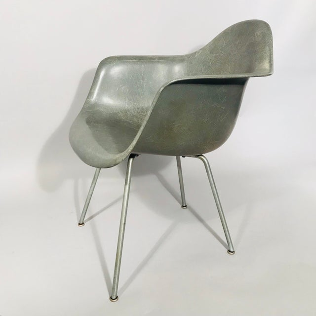 Mid-Century Modern Eames Rope Edge Armchair For Sale - Image 3 of 12