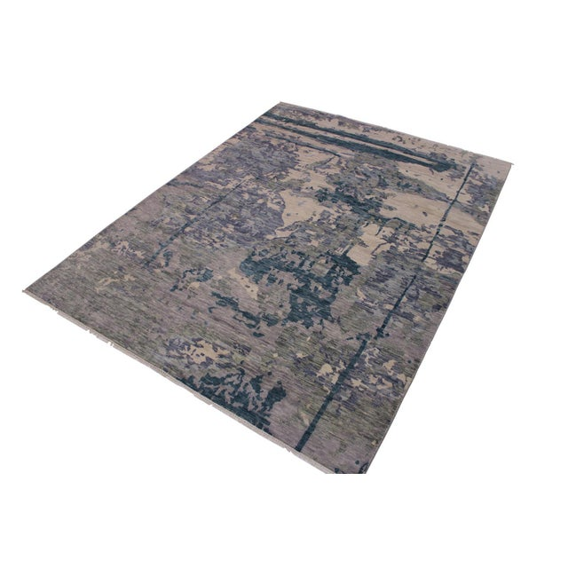 This gorgeous transitional handmade rug follows an abstract pattern which exotically repeat like a continuous reflection....