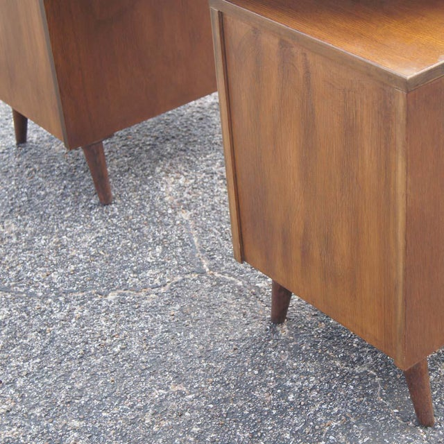 Oak Mid Century Modern Oak Vanity and Chair - 2 Pieces For Sale - Image 7 of 11