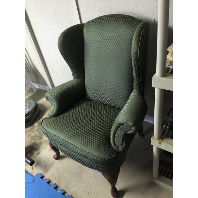 This traditional Chair would look great in an office or library. Would also fit well in traditional style home.