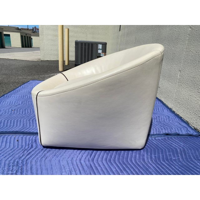 Modern 2004 Minotti Capri White Leather Chairs and Ottoman- 3 Pieces For Sale - Image 3 of 13