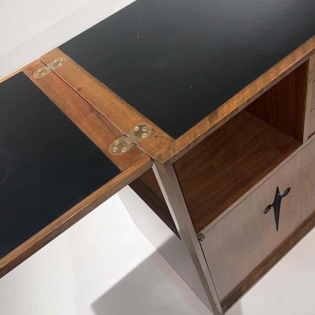 Mid-Century Modern Rolling Convertible Walnut Edmond J. Spence Flip Top Bar or Serving Cart Buffet For Sale - Image 3 of 13