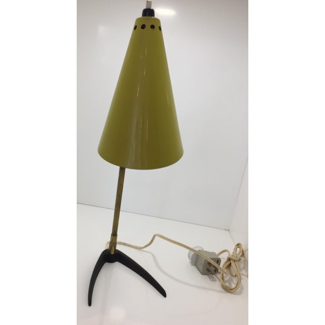 Desk or table lamp by Stilnovo. Made in Italy in the 1950s. Brass and yellow lacquered metal, adjustable height.