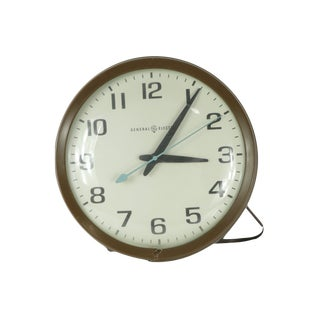 "1970s Vintage Mid Century Modern General Electric 13"" Hanging School Clock For Sale"