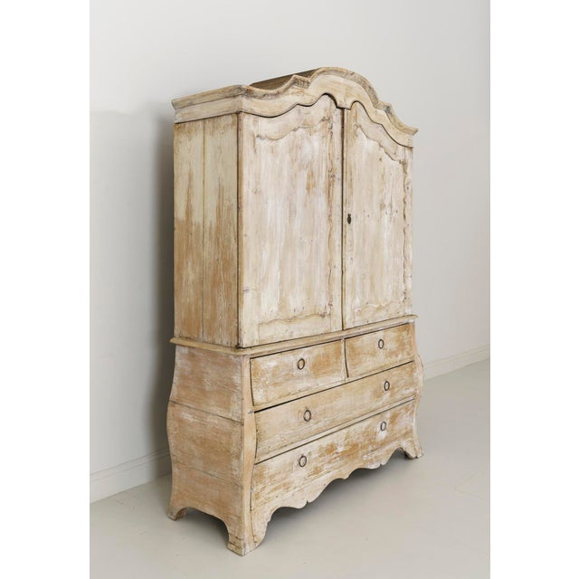 19th Century French Buffet Deux Corps Linen Press Cabinet in Original Patina For Sale In Wichita - Image 6 of 10