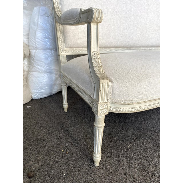 Wood Antique French Grey White Painted Settee Upholstered in Off White Linen For Sale - Image 7 of 13