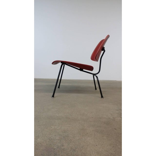 1940s Fully Restored Early Red Aniline Dye Eames Lcm For Sale - Image 5 of 10