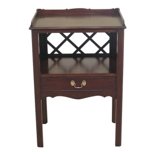 1990s Vintage Henkel Harris 1 Drawer Cherry Chippendale Nightstand For Sale
