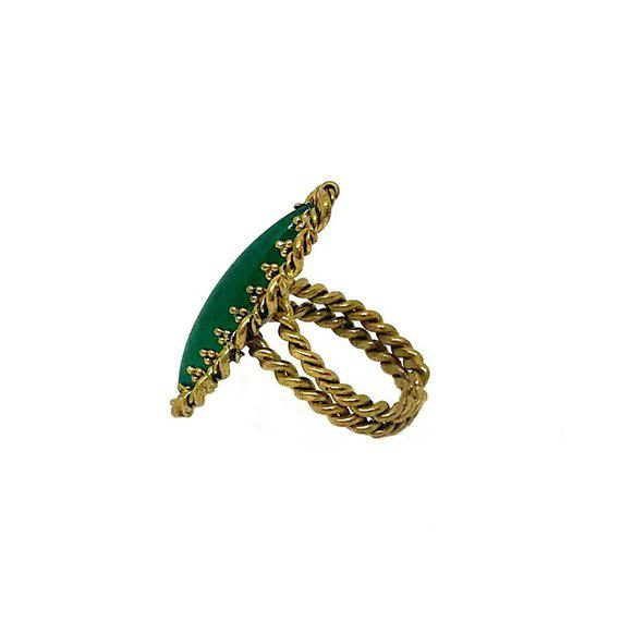 Gorgeous green glass marquis cabochon set in a goldtone metal ring with a twisted rope design. Overall all condition is...