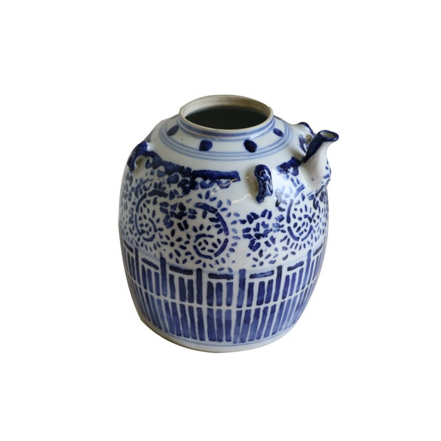 A Chinese Porcelain Wine Pot - Image 4 of 7