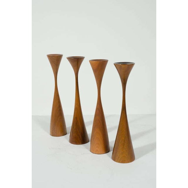 1960s Set of Four Turned Walnut Candlesticks by Rude Osolnik For Sale - Image 5 of 9