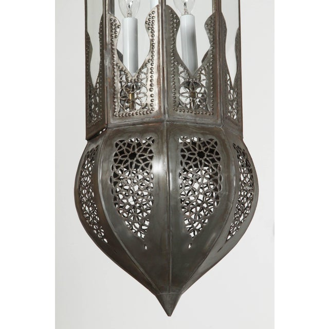 Islamic Large Pair of Metal and Clear Glass Moorish Moroccan Light Pendants For Sale - Image 3 of 7