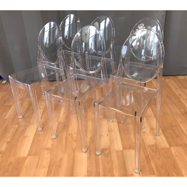 "Transparent Philippe Stark for Kartell ""Victoria Ghost"" Chairs - Set of 6 For Sale - Image 8 of 8"