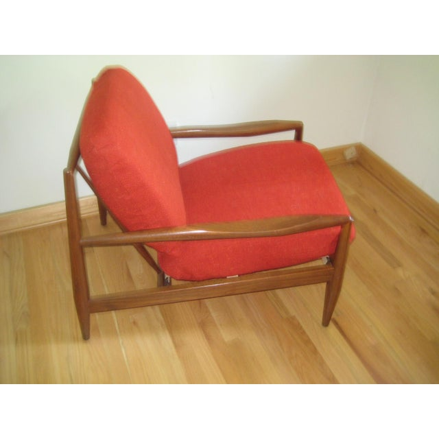 Mid century 1960s Danish modern lounge chair. This chair has a beautiful sculptural organic shape and the frame is in...