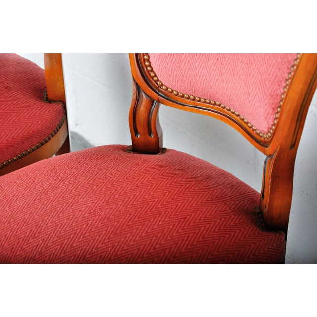 Wood 1950s Pair of Vintage French Louis XV Maple Dining Chairs W/ Off-Red Herringbone Wool Upholstery For Sale - Image 7 of 13