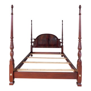 Thomasville Mahogany Collection Queen Size Chippendale Style Poster Bed For Sale