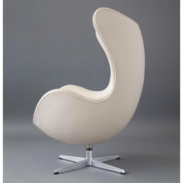 Arne Jacobsen Egg Chair & Ottoman - Image 8 of 11