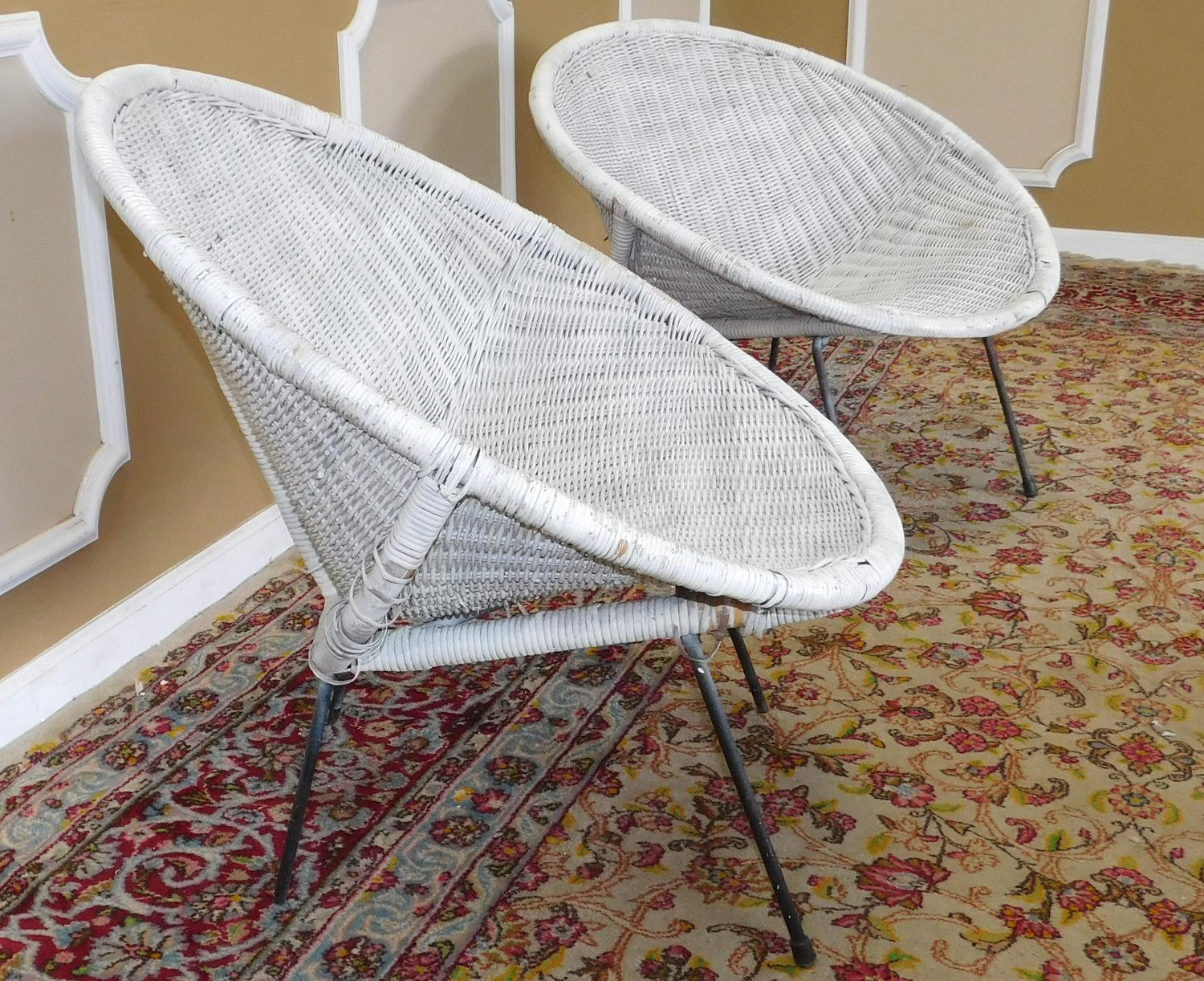 1950s Pair Vintage Mid Century Retro Atomic Wicker Saucer Clamshell Sputnik  Chairs C1950 For Sale