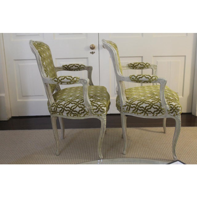 19th Century Louis XV Cream and Green Silk Patterned Bergere Chairs - a Pair For Sale - Image 4 of 11