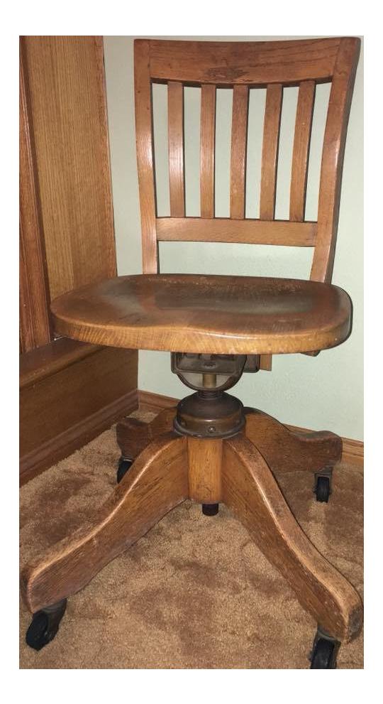 Attrayant 1920s Early American Oak Swivel Desk Chair