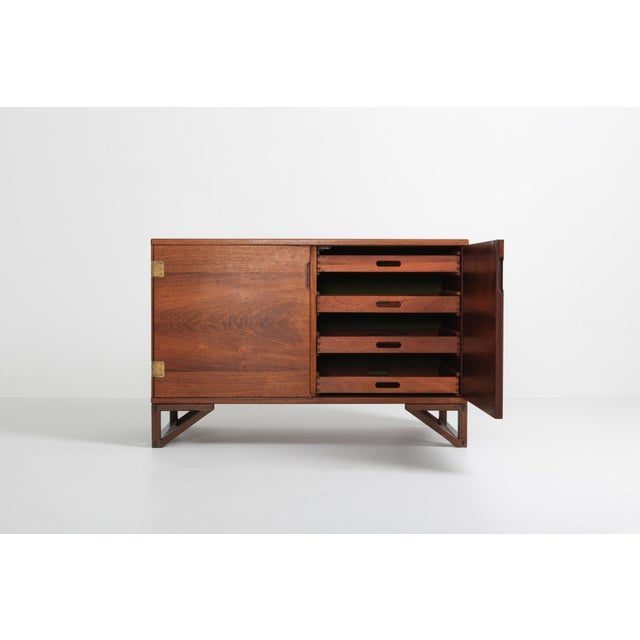 1950s Scandinavian Modern Svend Langkilde Cabinet in Rosewood and Brass - 1950 For Sale - Image 5 of 11