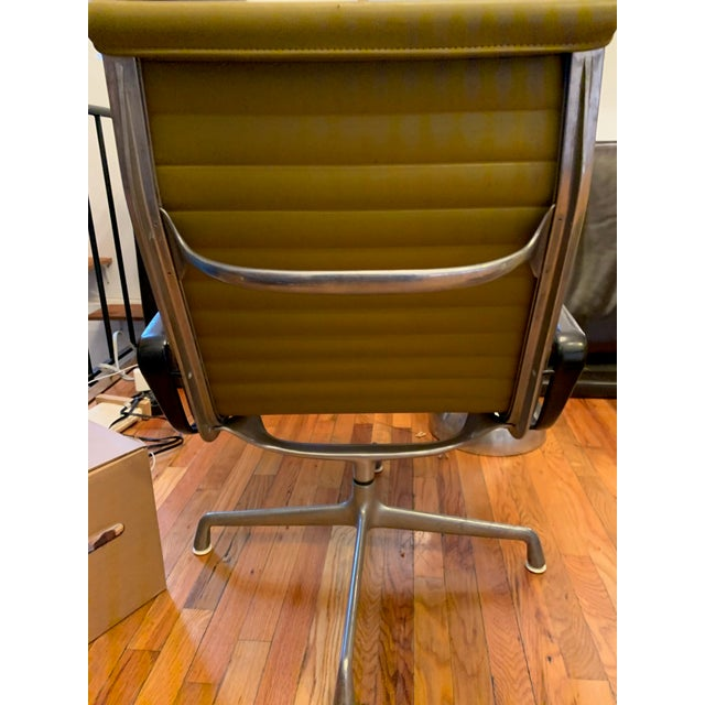 Herman Miller 1950s Vintage Eames Olive Green Swivel Lounge Chairs- A Pair For Sale - Image 4 of 8