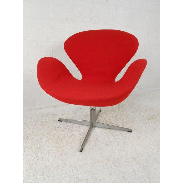 Fritz Hansen Swan Chair by Arne Jacobsen for Fritz Hansen For Sale - Image 4 of 4