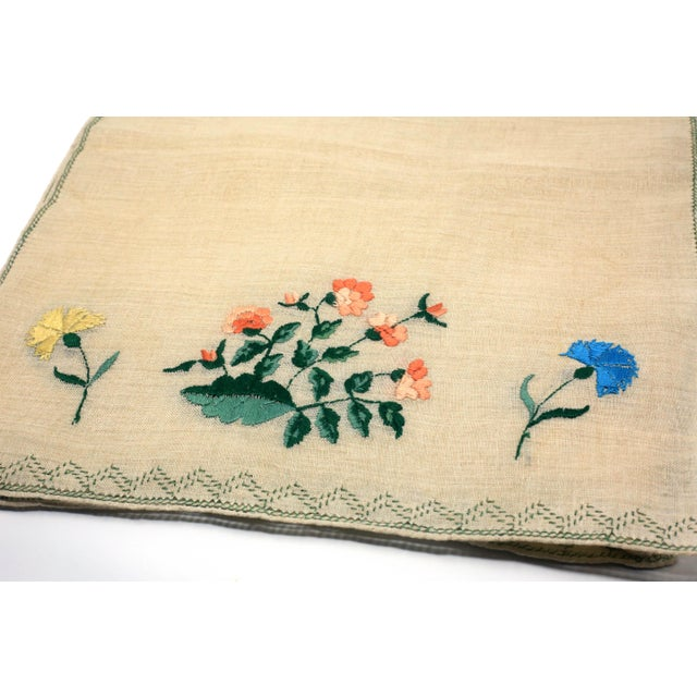 Vintage Italian Embroidered Linen Napkins and Placemats - Set of 16 For Sale - Image 9 of 12