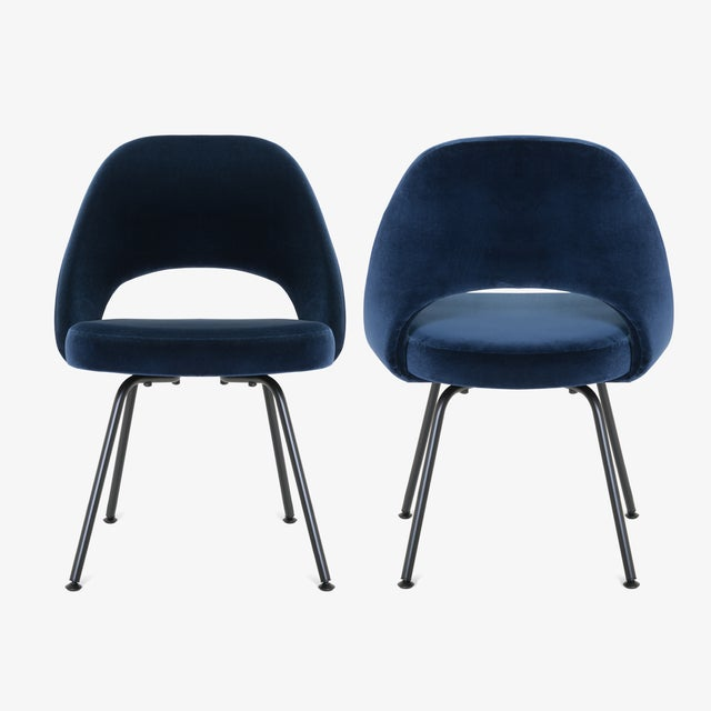 Knoll Saarinen Executive Armless Chairs in Navy Velvet, Obsidian Matte - Set of 6 For Sale - Image 4 of 13