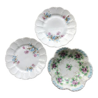 Vintage Coordinated Fluted Plates and Bowl Set - 3 Pieces For Sale