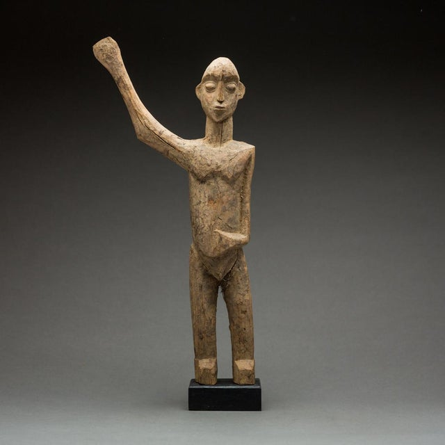 1950s Lobi Sculpture of a Man With Upraised Arm For Sale - Image 5 of 5