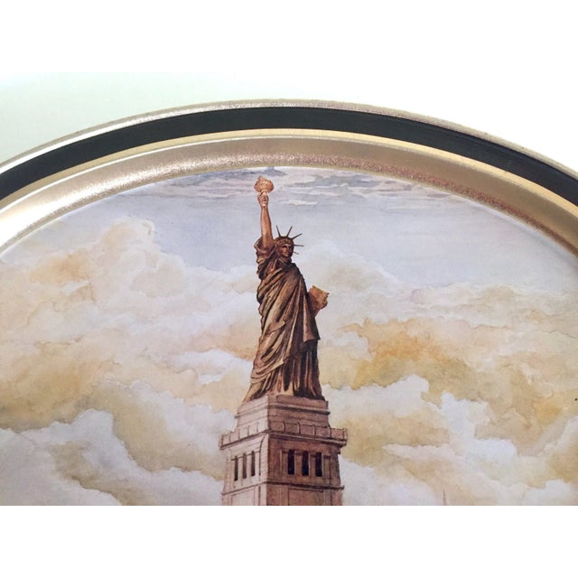"American Vintage 1985 "" Statue of Liberty "" Collector's Limited Edition Lithograph Sunshine Biscuit Oval Tin Serving Tray For Sale - Image 3 of 9"