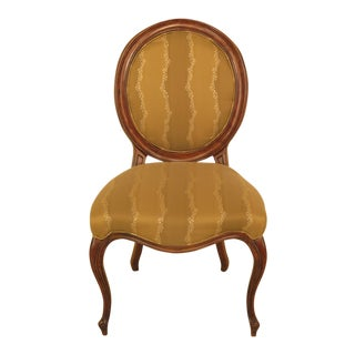Modern Fairfield Medallion Back Upholstered Side Chair For Sale