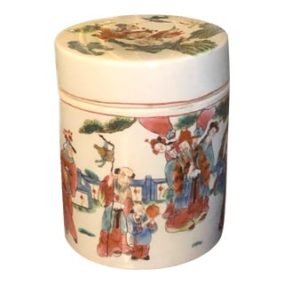 Late 1850's Chinese Porcelain Round Jar and Lid For Sale