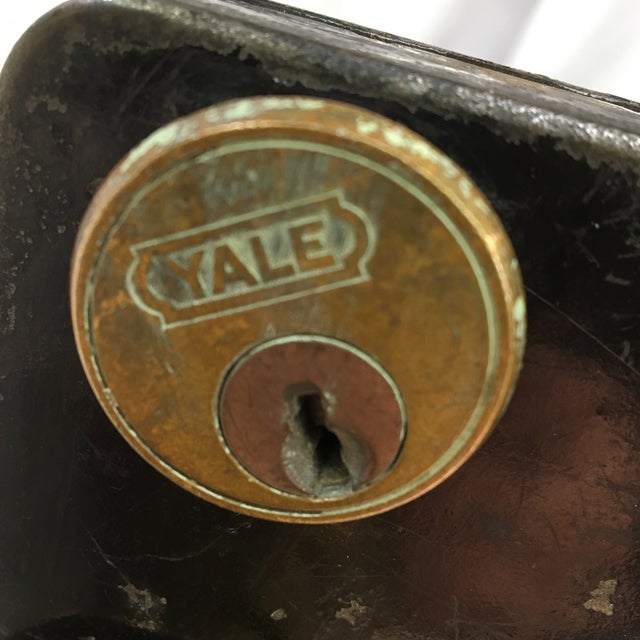 Early 20th Century Antique Early 20th Century Yale Mortise Lock With Eastlake Doorknobs For Sale - Image 5 of 13