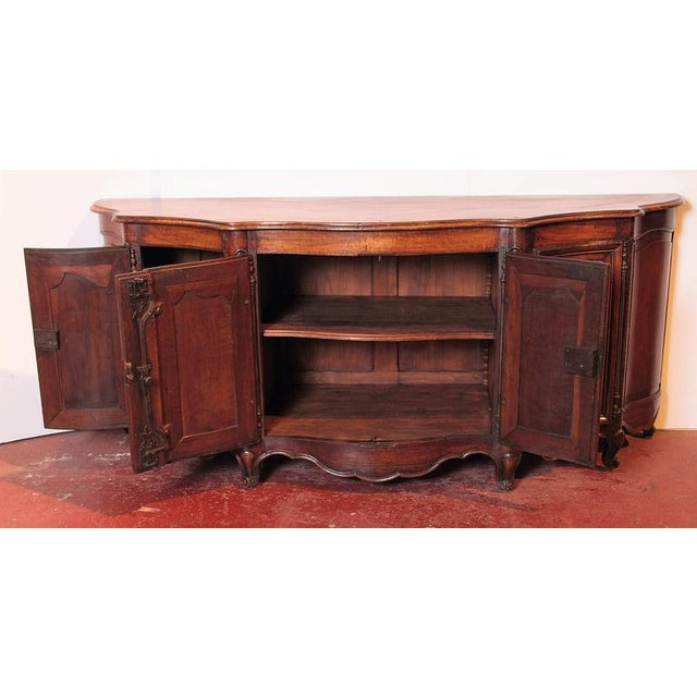 Brown 18th Century French Louis XV Walnut Serpentine Buffet For Sale - Image 8 of 10