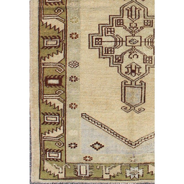 Keivan Woven Arts, 1940's Vintage Turkish Tribal Oushak Rug in Green, Cream and Light Blue - 3′5″ × 6′2″ kwarugs / rug...