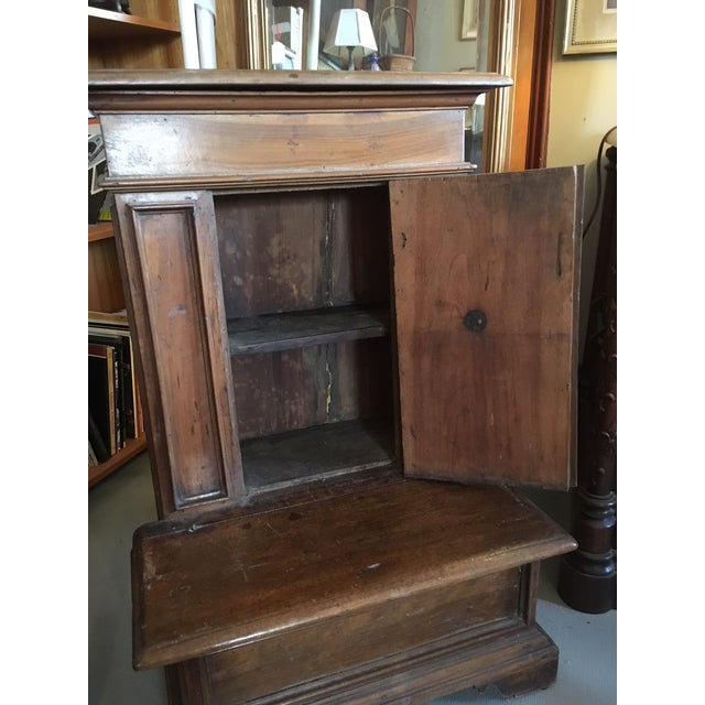 1900 - 1909 1900s Renaissance Revival Oak Prie Dieu Watson & Boaler Nightstand For Sale - Image 5 of 11