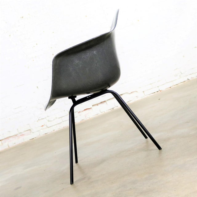 Mid-Century Modern Elephant Hide Gray Eames Herman Miller Molded Fiberglass Dax Arm Shell Chair H Base For Sale - Image 3 of 13